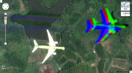 Google マップに映った飛行機とその影
